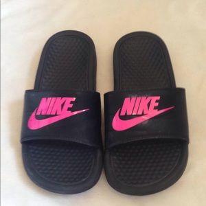 Neon Nike Logo slips